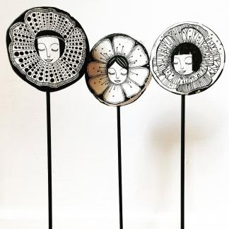 FEMMES FLEURS – PEINTURE SUR CERAMIQUE collaboration avec Anne Cécile Bourgin